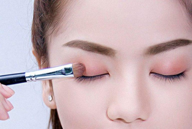 Áp dụng ngay các cách trang điểm kiểu Hàn Quốc để có đôi mắt quyến rũ mọi ánh nhìn.
