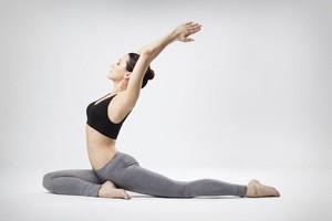 Mách nhỏ 7 bài tập yoga giúp giảm căng thẳng, làm sáng da