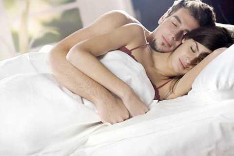 Tư thế ngủ giúp vợ chồng hạnh phúc