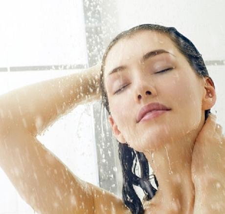3 việc không làm trước khi tắm kẻo đột qụy hối không kịp
